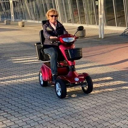Seniorenmobil Vierrad auf Parkplatz Fürth